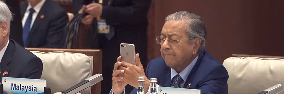 Malaysian PM Tun Dr Mahathir Mohamad with iPhone